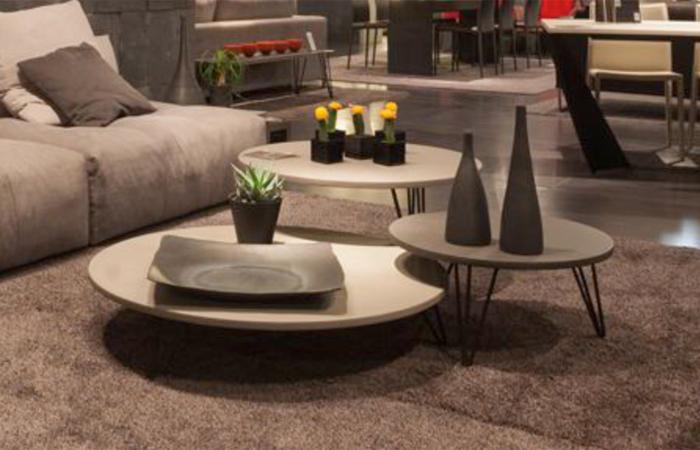 tables basses rondes avec plateau enduit b ton color et acier triss en vente dans notre. Black Bedroom Furniture Sets. Home Design Ideas